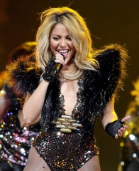 Shakira, Keyes perform At NBA Half-Time